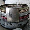 Couleurs actuelles pour ce <b>bracelet</b> manchette multitextures de <b>cuir</b> et multirangs kaki, bordeaux, argenté, métallisé !