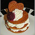 Mille-<b>feuilles</b> au chocolat blanc et fruits <b>rouges</b>