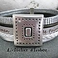 Pour une <b>maman</b> moderne et dans l'air du temps à laquelle on voudrait délivrer un message d'amour, ce <b>bracelet</b> multirangs en <b>cuir</b>