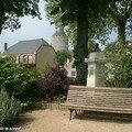 Le jardin de l'Hôtel-Dieu et le château de Chateaudun (28)
