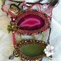 avec 2 agates serties et agrémentées de pierres naturelles et perles