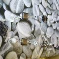 Collier black and white