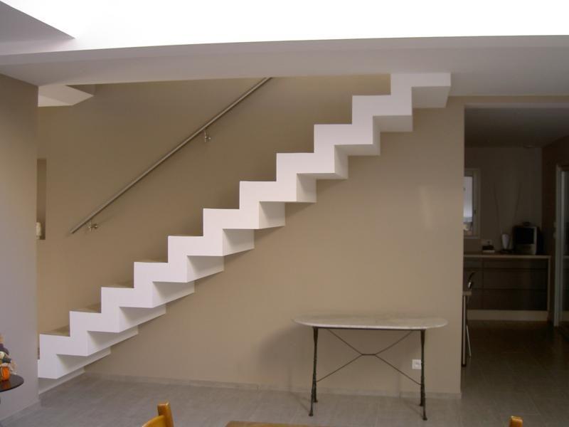 escalier lili oliv et leur maison. Black Bedroom Furniture Sets. Home Design Ideas