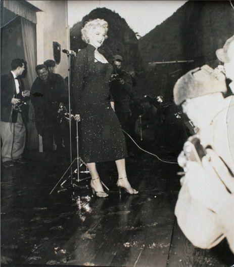 1954-02-17-korea-grenadier_palace-stage-by_Joey_Hatrick-2