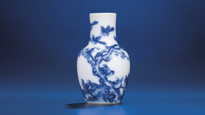 2012_HGK_02963_2237_000(a_fine_miniature_blue_and_white_birds_vase_qing_dynasty_18th_century)