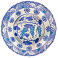 Charger with grapes motifs, iznik, 1525-1530