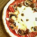 Pizza reine ou regina maison facile, aux champignons, jambon, olives et mozzarella