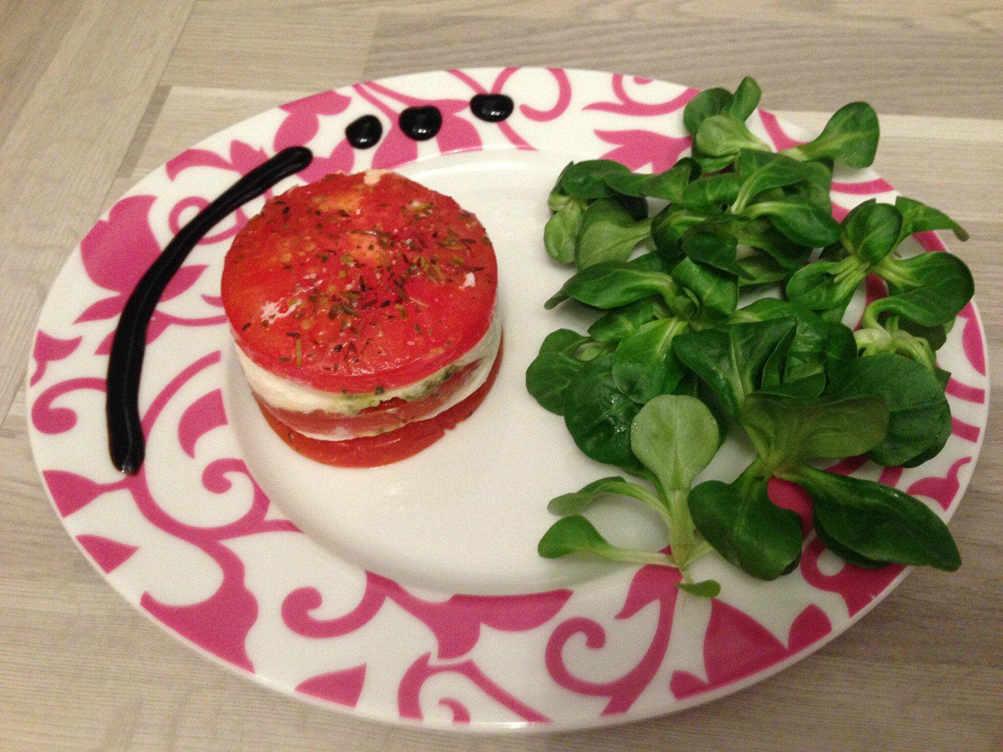 Mille-feuilles tomates confites, mozzarella, pesto
