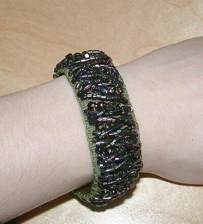 Un bracelet de perles cousu main