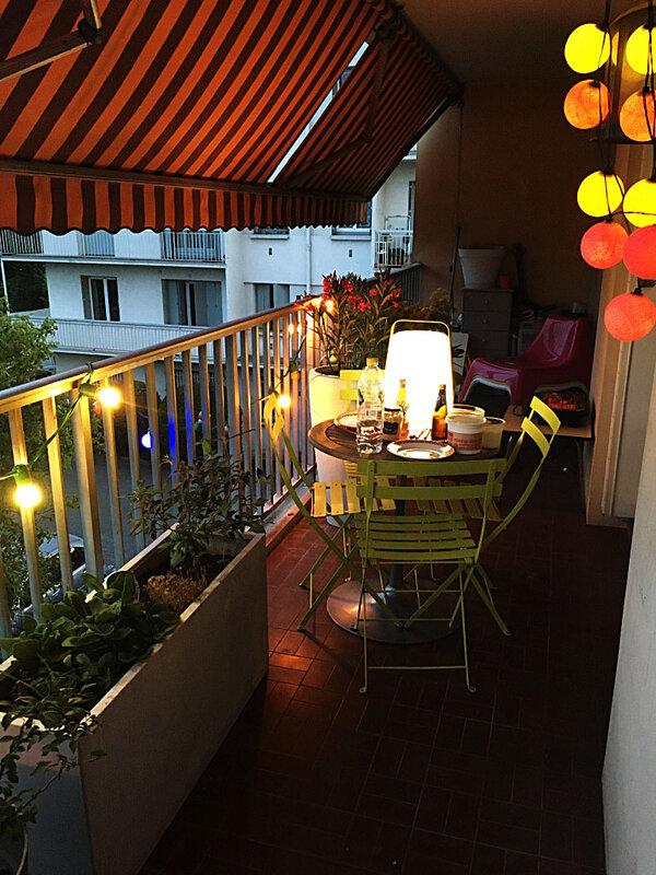 balcon-by-night-decoartion-fermob-la-case-de-cousin-paul-ma-rue-bric-a-brac