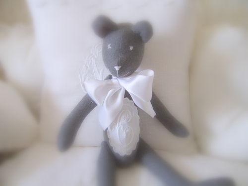 ours en feutrine monogrammé - 19 euros