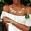 Des tatouages couleur d'or et les bracelets hipanema créent la tendance ethnique en vente chez punka