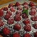 Tarte sablée au crémeux de framboises et ganache chocolat