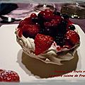 Pavlova a la mousse de lemon curd et aux fruits rouges