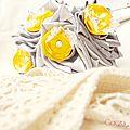 mariage rétro original bouquet gris argent jaune dentelle ivoire strass tissu cereza deco 5