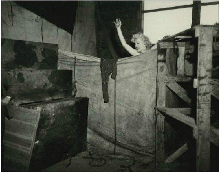 1954-02-19-korea_chunchon-K47_airbase-tent_dressroom-3