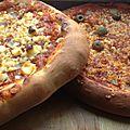 Pizza sauce tomate blanc de dinde fumé et croûte au fromage ( avec pâte magique au yaourt!!! )