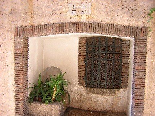 CANNES Puits du XIIe siècle