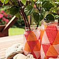 Déco en pots de confiture rose, orange et rouge