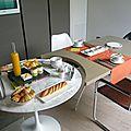 Chambre d'hôte Perpignan Canartist Francoise Chalade chambre terre La loge cuisine commune design petit déjeuner