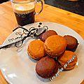 Macarons café et chocolat.....