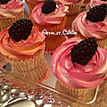 <b>Cupcakes</b> vanille topping chantilly mascarpone aux mures