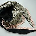P1300958 foulard à pompons