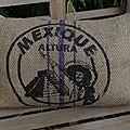coussin dans un sac à café en jute mexicain