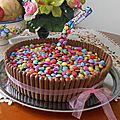 Cake gravity - gâteau suspendu avec smarties et fingers