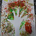 Peindre un arbre d'automne avec du papier aluminium