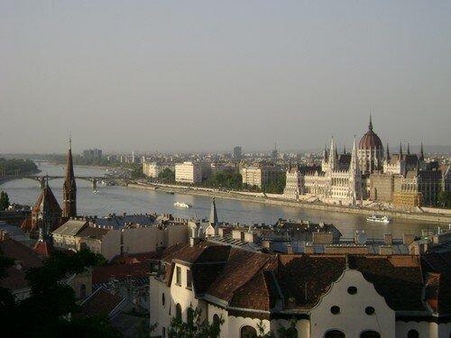 Hongrie, Budapest, vue sur le Parlement