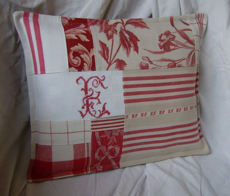 coussin patchwork rouge