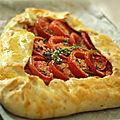 Tarte campagnarde à la tomate et au thym frais