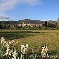 La balade du dimanche : <b>Lourmarin</b> , petit village du Luberon au coeur de la Provence