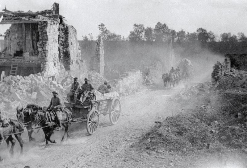 Juvigny (Aisne), traversée d'un convoi, 1918