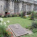 <b>Hélias</b> a son monument, mais Quimper et le breton : peut vraiment mieux faire !