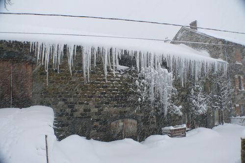 2008 12 14 La maison, glaçons et neige
