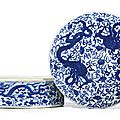 A rare <b>blue</b> and white 'Dragon and Lingzhi' circular box and cover, Mark and period of Wanli