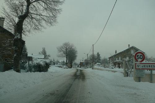 2008 12 12 Entré du village de Saint Jeures