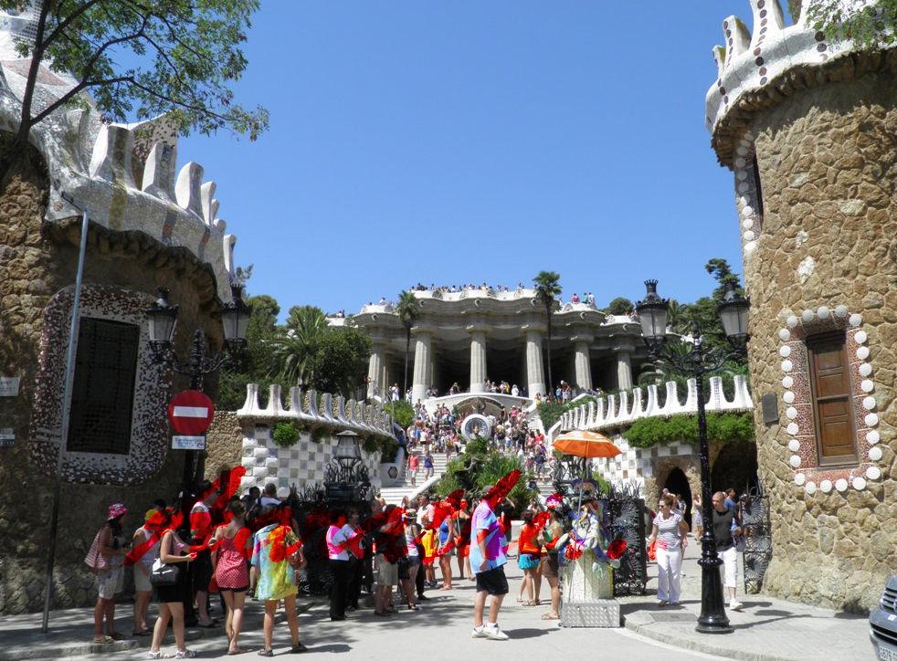 Main entrance of Parc Güell , Barcelona.