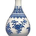A blue <b>and</b> white garlic mouth bottle vase, <b>Daoguang</b> <b>mark</b> <b>and</b> <b>period</b> (<b>1821</b>-<b>1850</b>)