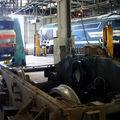 BB 7322 au levage dans les ateliers de Bordeaux