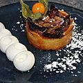 Tartelette aux figues et aux amandes, <b>chantilly</b> à la fève tonka