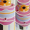 Gâteau aux couleurs tendres, diamètre 35 cm, hauteur 48 cm