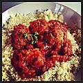 Semoule et boulettes de viande à la sauce tomate