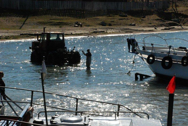 Le port de Koujhir en activite