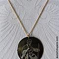 Collier médaille de la Sainte Famille grand modèle (sur chaîne plaqué or) - 36 € (modèle exclusif)