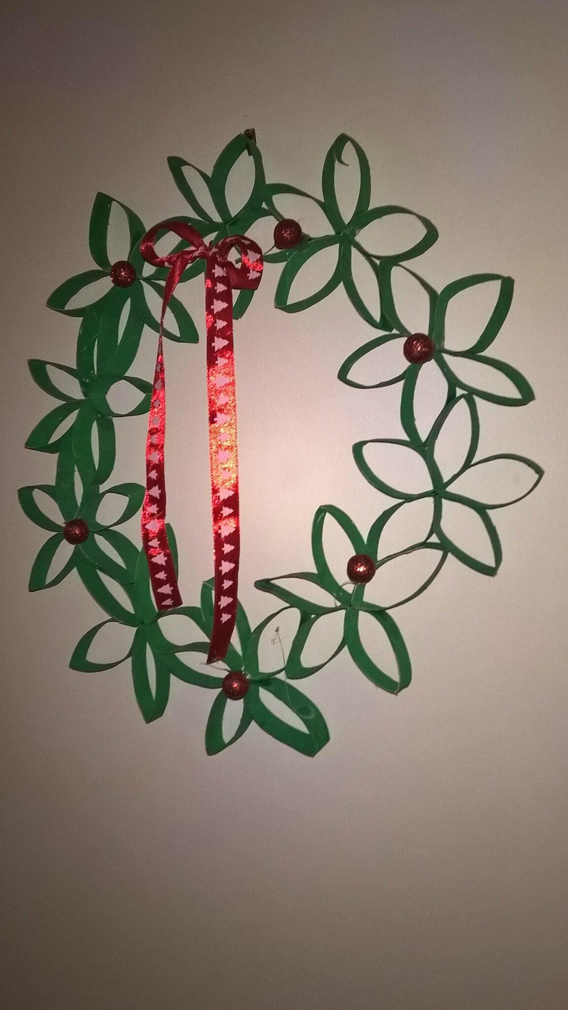 Des décorations réalisées par votre enfant avec des éléments de récup.