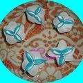 Fleur dragées bleu turquoise et blanc