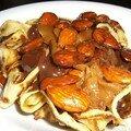 Tagliatelles de crêpes, sauce chocolat et amande caramélisées